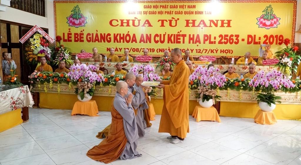 TP.HCM: Bế giảng khóa an cư tại chùa Từ Hạnh