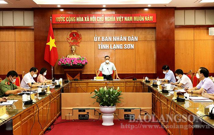Đồng chí Hồ Tiến Thiệu, Phó Bí thư Tỉnh ủy, Chủ tịch UBND tỉnh, Chủ tịch Ủy ban Bầu cử tỉnh phát biểu tại cuộc họp