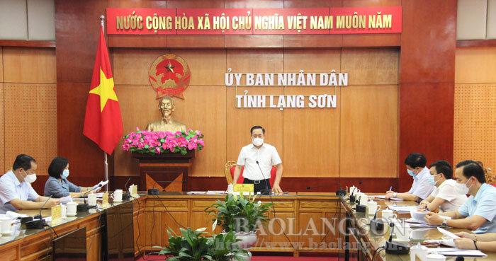 Đồng chí Hồ Tiến Thiệu, Phó Bí thư Tỉnh ủy, Chủ tịch UBND tỉnh, Chủ tịch Ủy ban bầu cử tỉnh phát biểu tại cuộc họp.